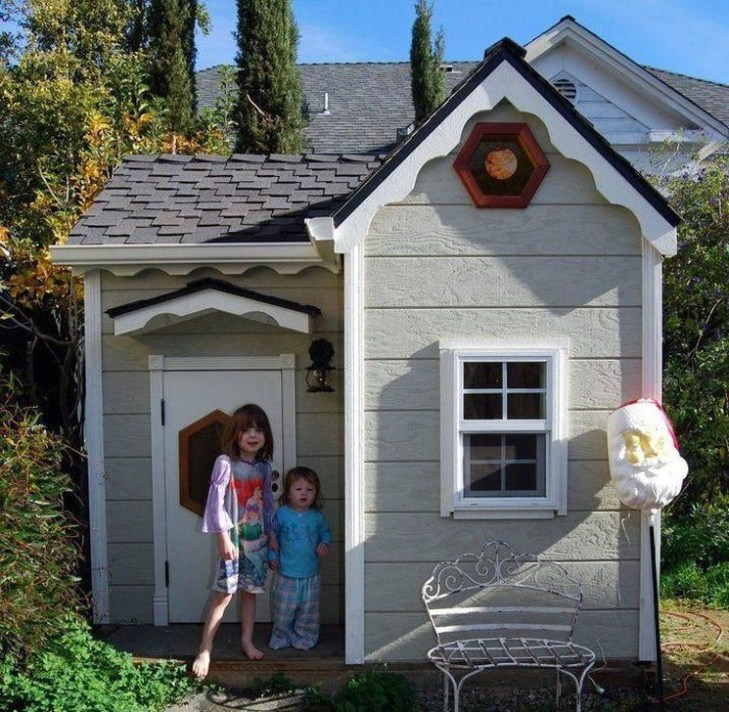 Marvelous Outdoor Playhouses Ideas To Live Childhood Adventures 14