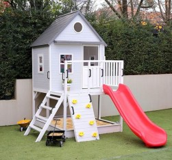 Marvelous Outdoor Playhouses Ideas To Live Childhood Adventures 34