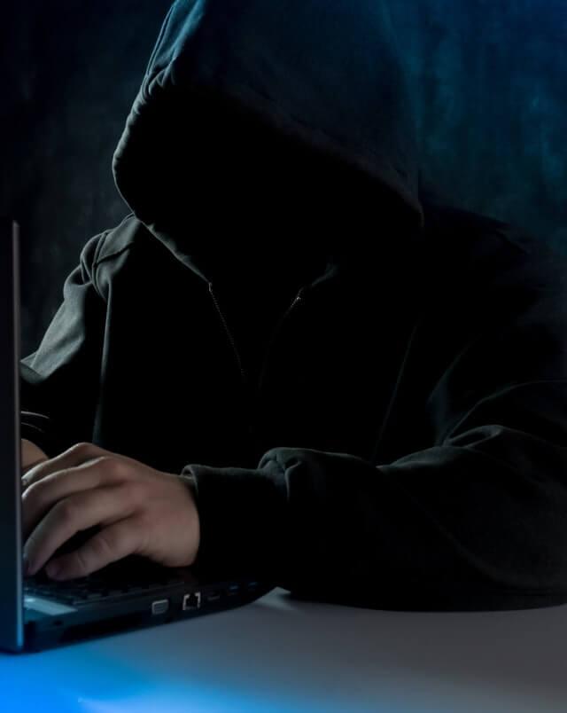 ネット犯罪者(イメージ)の画像