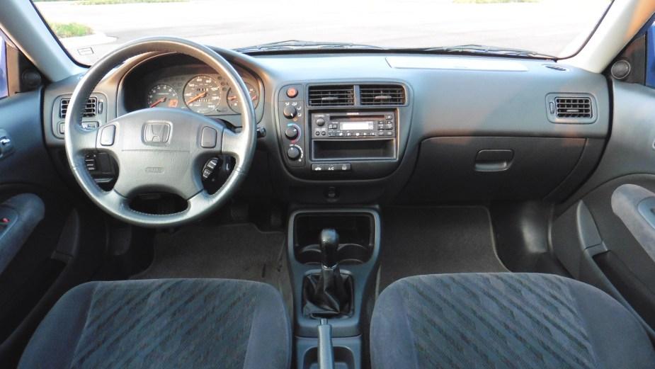 Honda-tech.com 1999 Electron Blue EM1 Civic Si Sale Interior