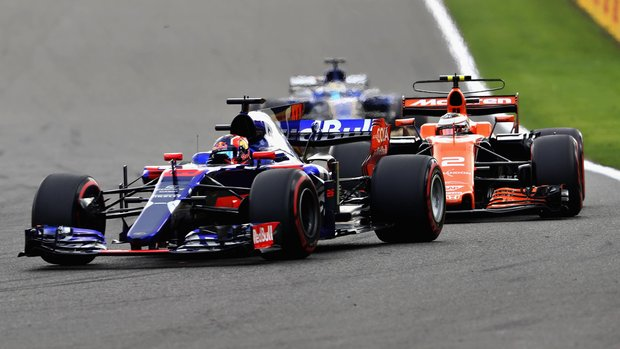 McLaren Honda F1 Split Fernando Alonso Toro Rosso