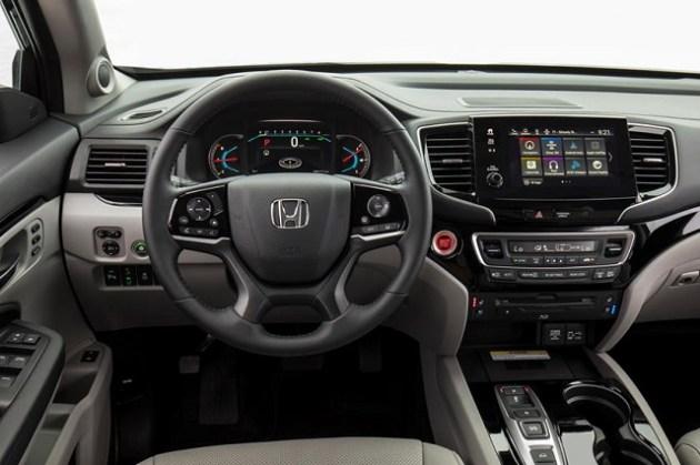 2022 Honda Pilot Touring interior
