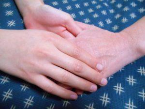手と手、支援