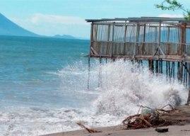 Copeco extiende alerta verde por alto oleaje en la zona sur del país