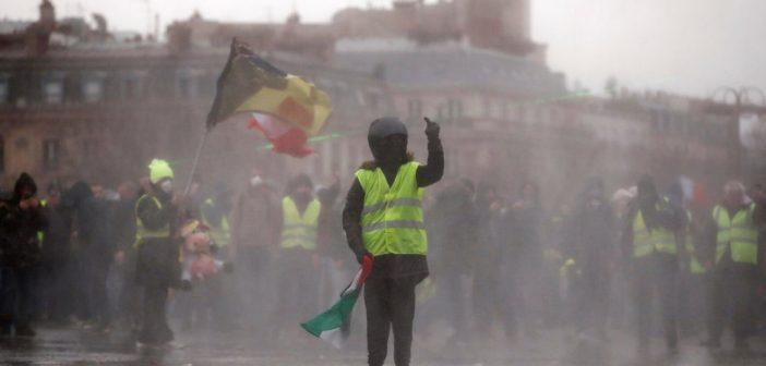 Al menos 53 detenidos en el noveno sábado de incidentes en París por los 'chalecos amarillos'