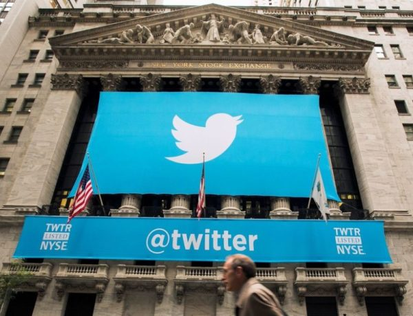 """Trump amenaza con """"regular"""" o incluso """"cerrar"""" redes sociales tras el cuestionamiento de dos de sus tuits"""