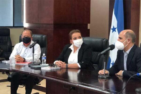 Las soluciones de Honduras no están en un presidente ni en un partido, señala Xiomara Castro