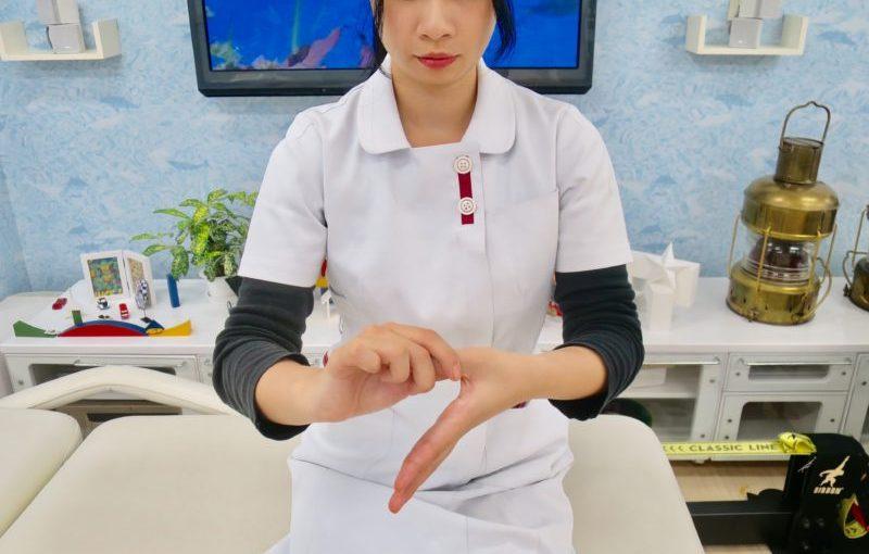 指に力を入れる