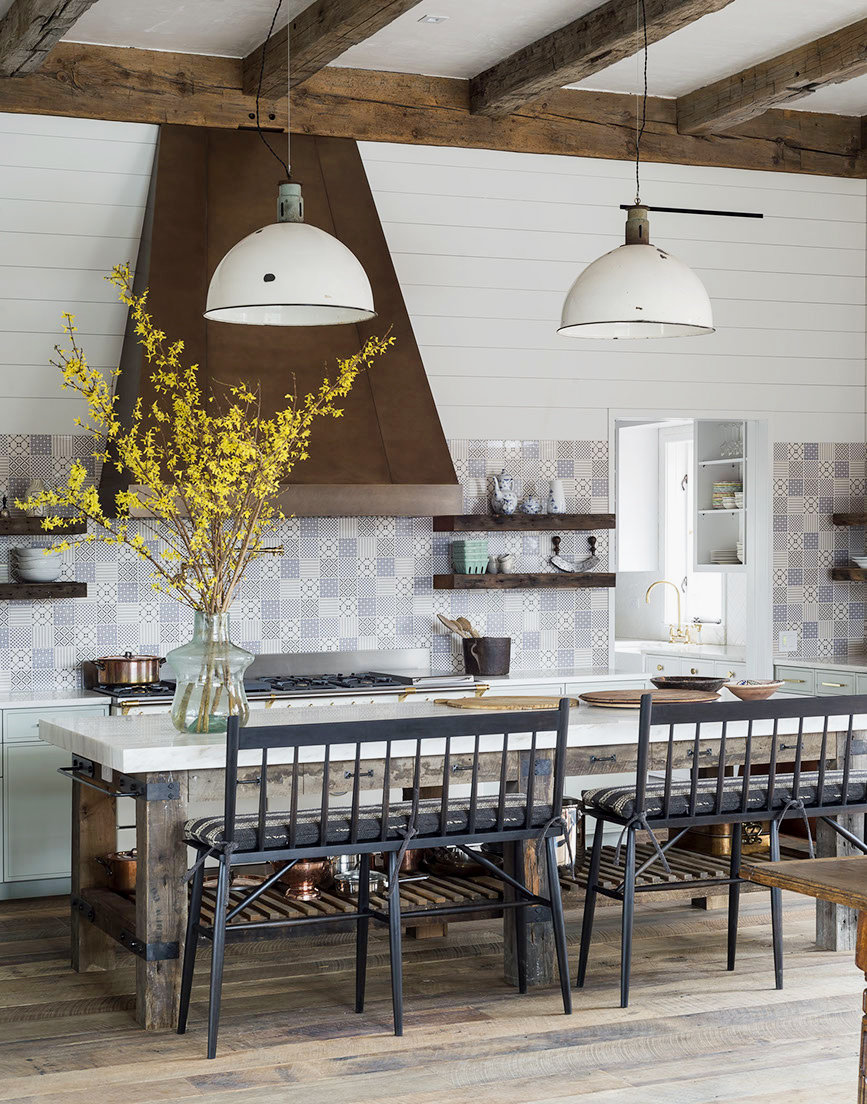 A Lofty Amp Lovely Farmhouse With Rustic Elegant Decor To