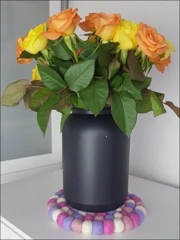 Rosa Filzkugeluntersetzer von Sukhi
