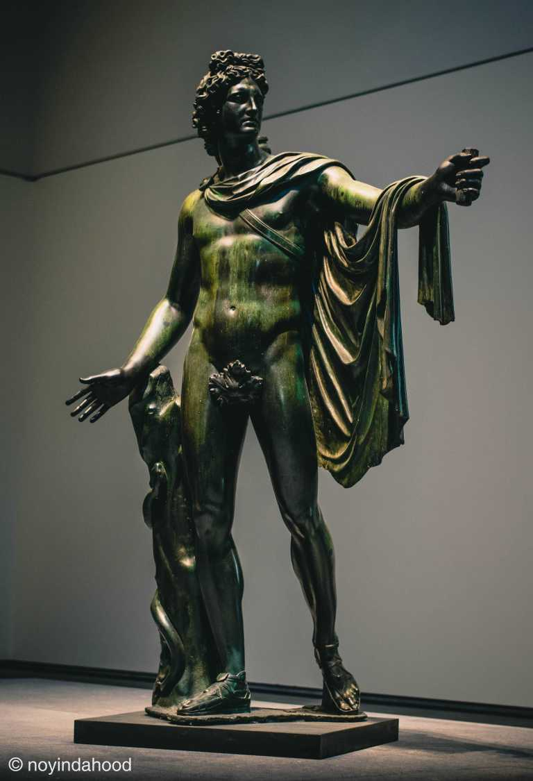 belvedere-apollo-bronze-sculpture-by-leochares