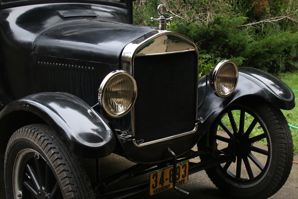 The front of a 1026 Modet T showing headlights and starting crank.
