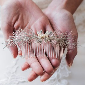 Handmade bridal comb with pearls - Hemera