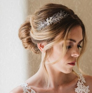 Rachel Chaprunne handmade bridalcomb with pearls - Hemera
