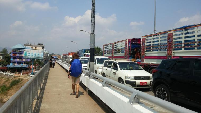 mae sot boarder crossing thailand myanmar burma