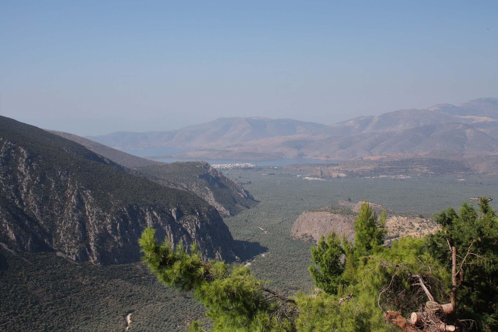 Vue sur la vallée de Itea depuis Delphes