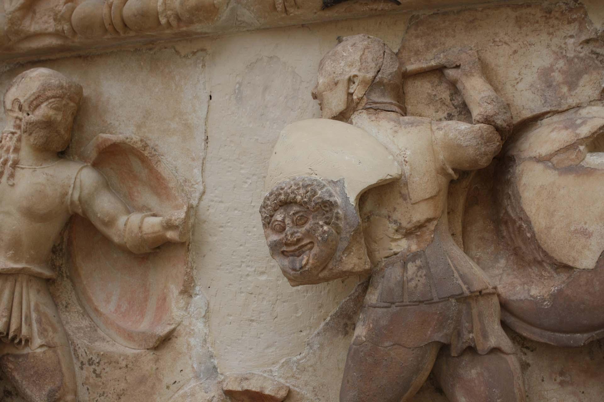 Bataille frise du trésor de Siphnos au Musée de Delphes
