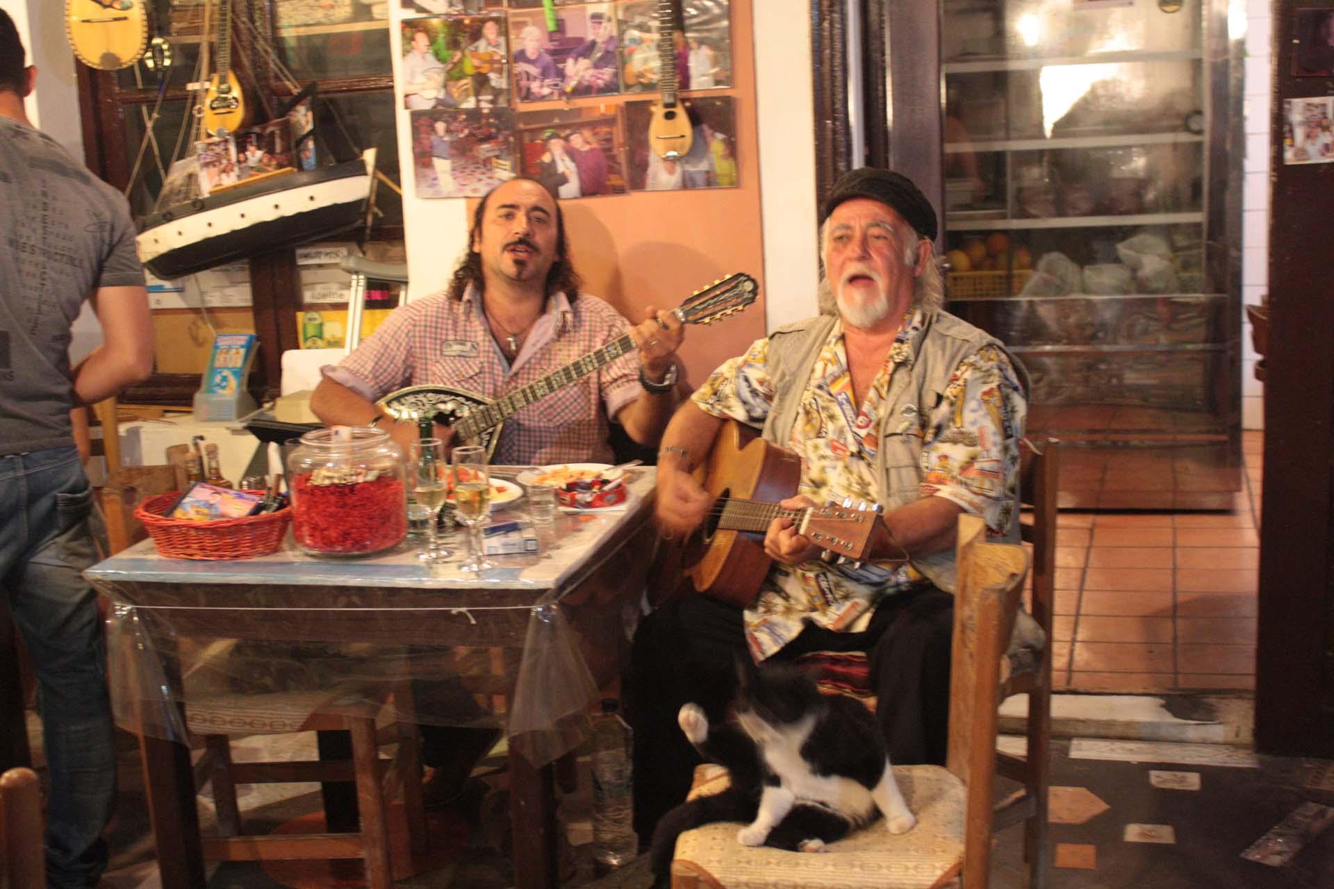 Musiciens Grecs dans le Restaurant Santorini Mou à Oia
