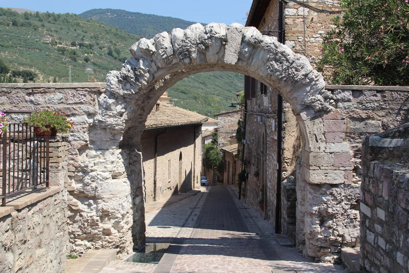 Roman arch Spello