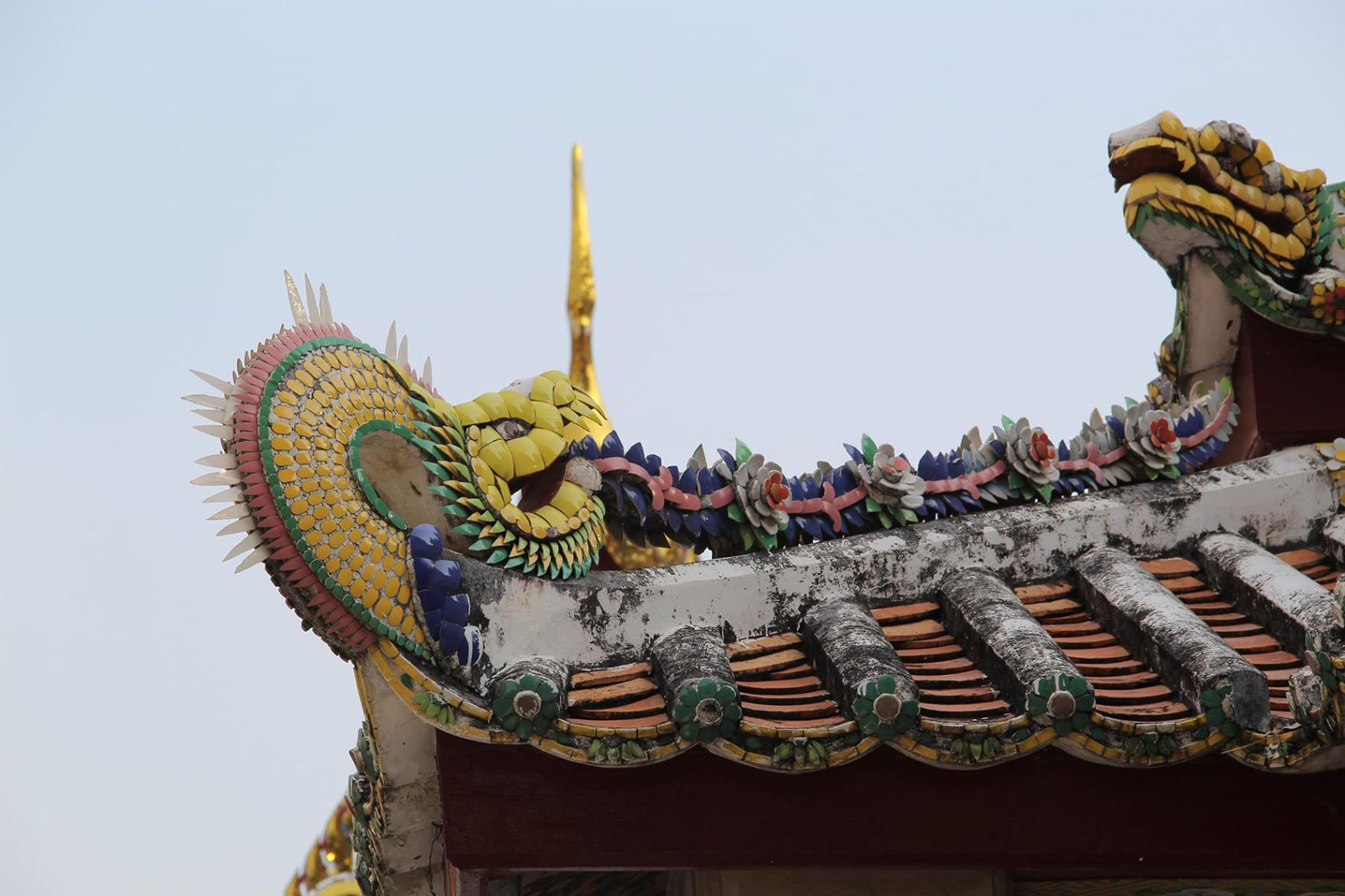 Colourful dragon on a roof of a temple in Wat Pho, Bangkok