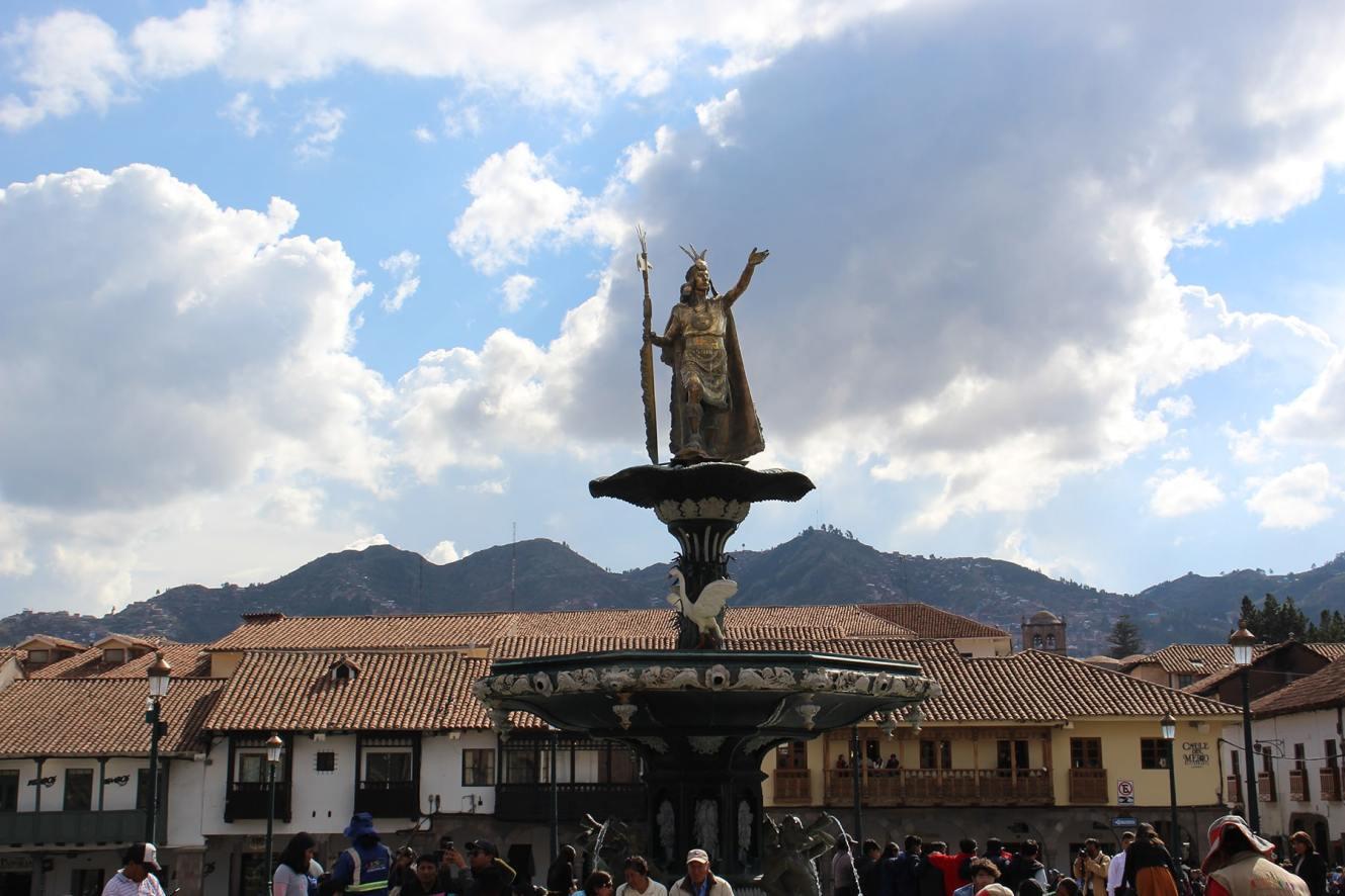 Plaza de Armas Cuzco statue Inca