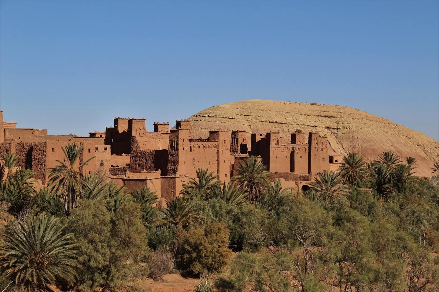 Vista sulla kasbah di Ait Benhaddou e sul palmeto