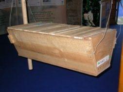 Top bar wooden hive