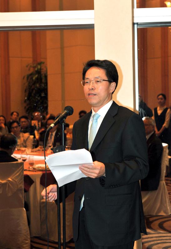 Zhang Xiaoming speaking