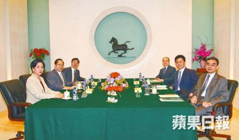 Democratic Party met with China Liaison Office in 2010. Photo: Apple Daily.