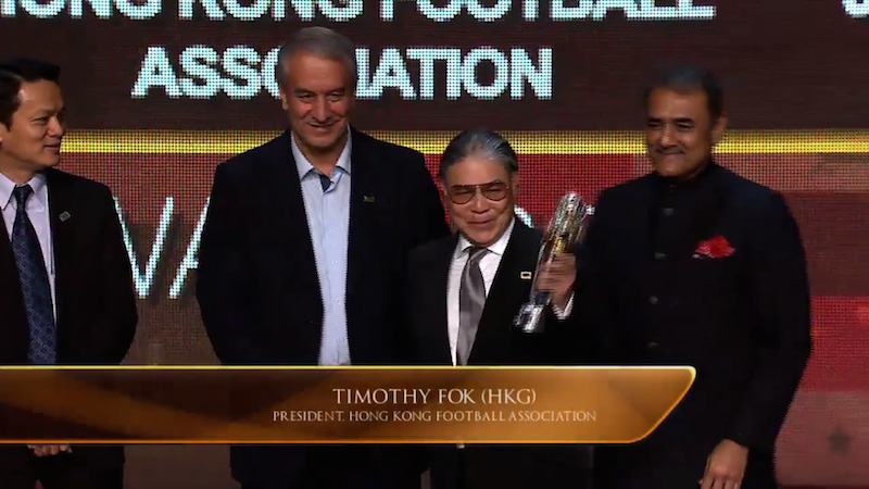 HKFA President Timothy Fok Tsun-ting received the award on behalf of HKFA.