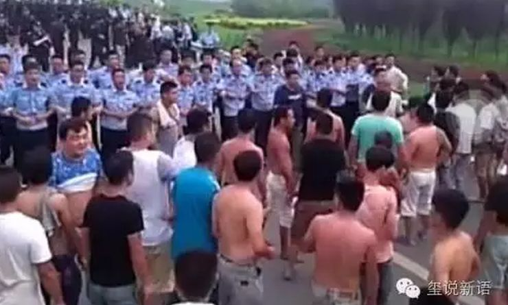 Residents face police in Xingtai,