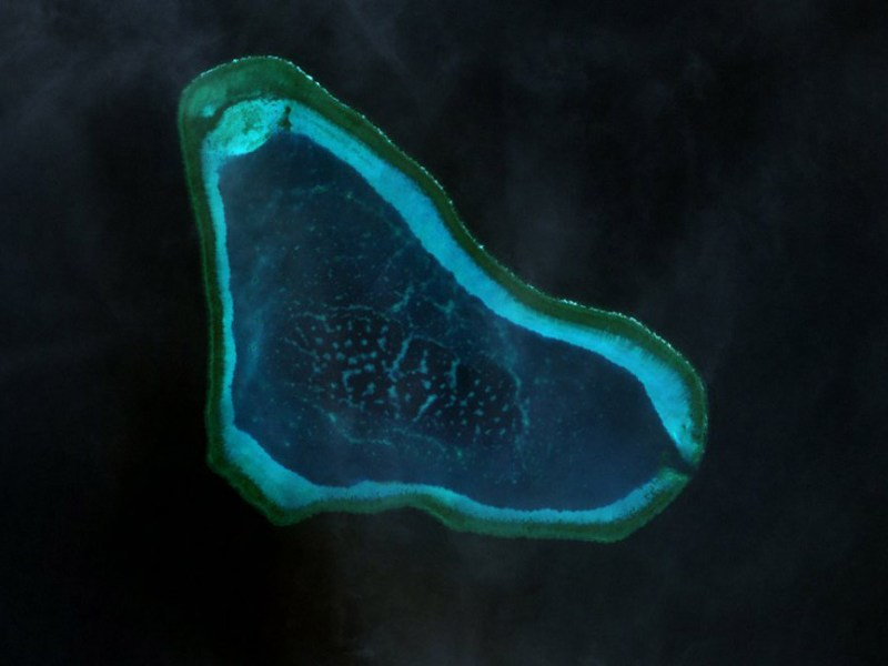 Landsat 7 image of Scarborough Shoal