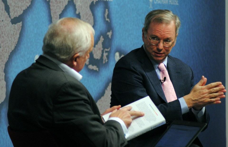 eric_schmidt_executive_chairman_google_left_in_conversation_with_nik_gowing_11051254154