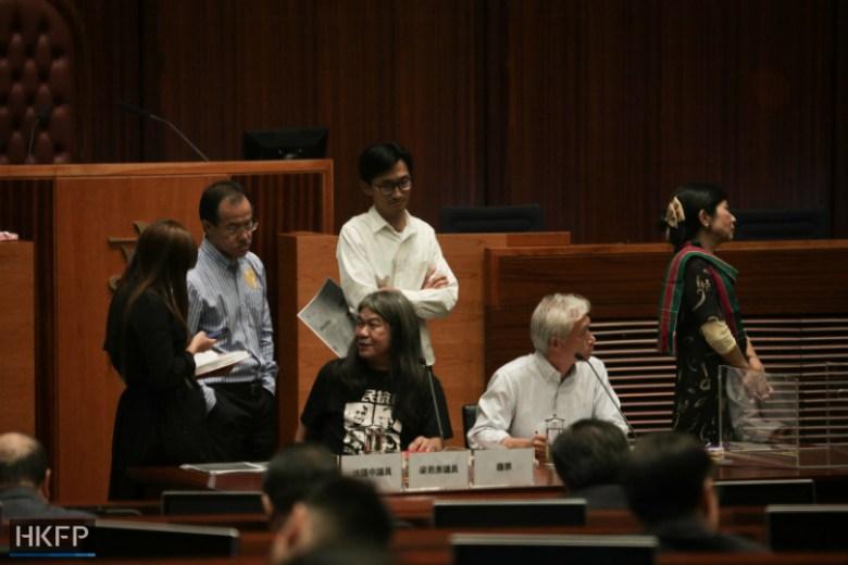leung-yiu-chung-chairing-meeting