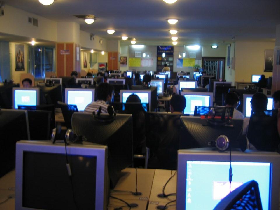 internet cafe -- do not adapt