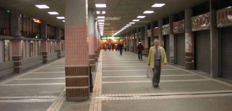Central Escalator Link Alley