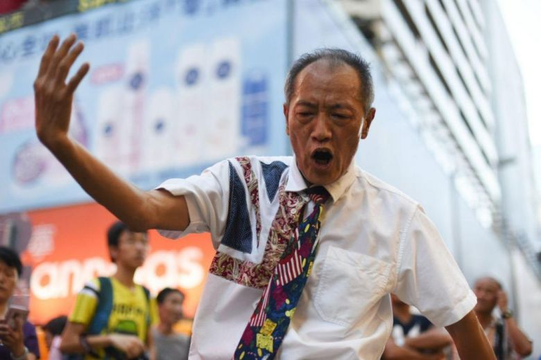Mong Kok pedestrian zone dancer