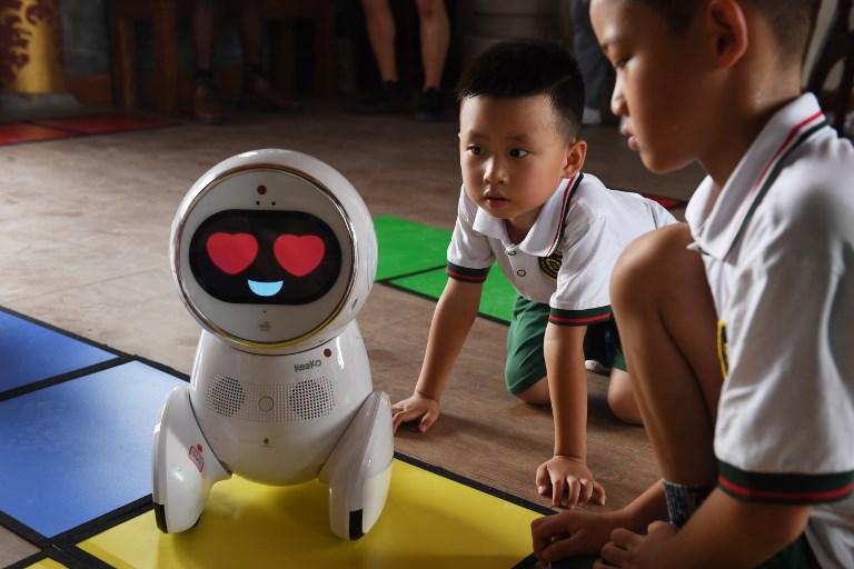 china robot teachers