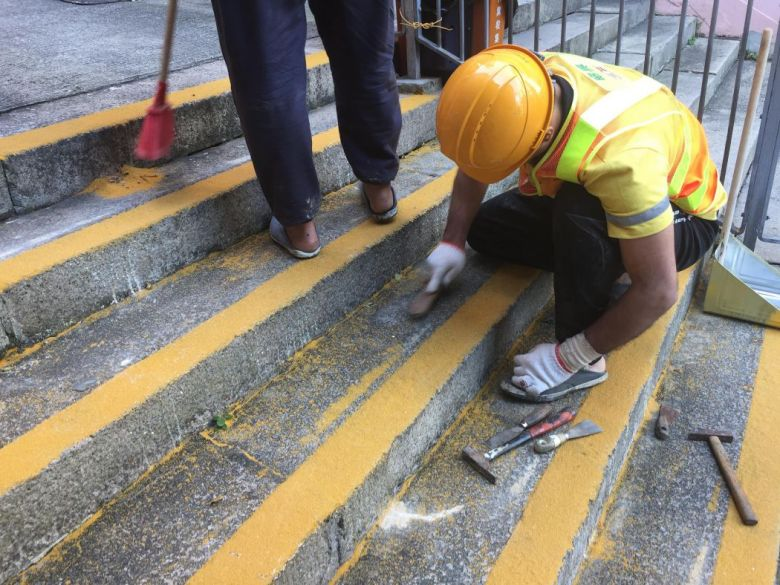 workers yellow non-slip coating Shing Wong Street