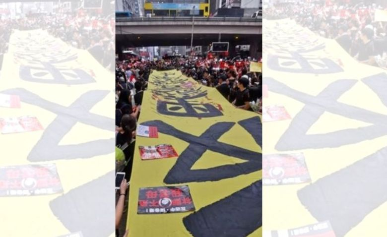 protest extradition banner