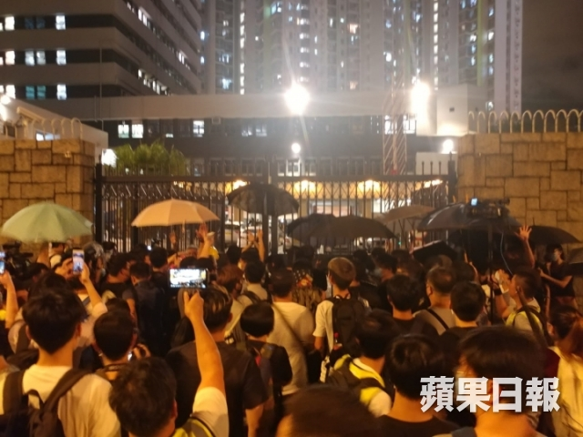 july 30 china extradition kwai chung police station (4)