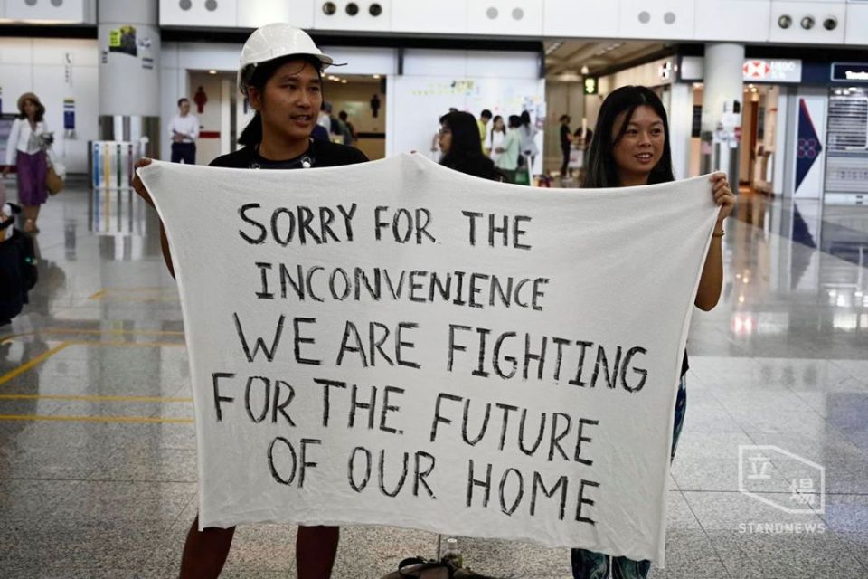 protesters apologising Hong Kong airport