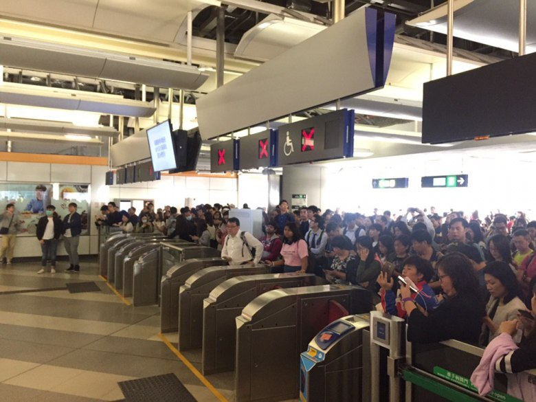 """November 11"" MTR travel transport disruption"