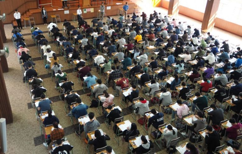 Hong Kong students in HKDSE exam