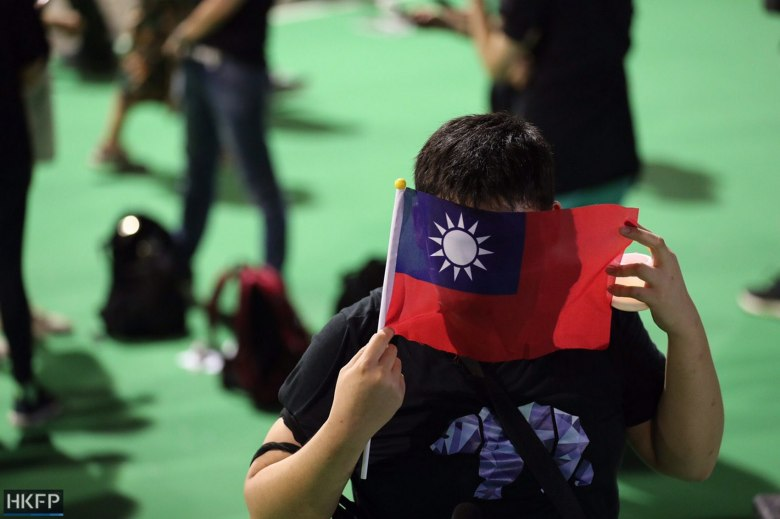taiwan flag tiananmen vigil june 4 victoria park (7)