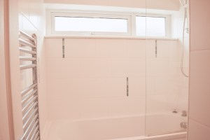 29 Manorcombe bungalow bathroom