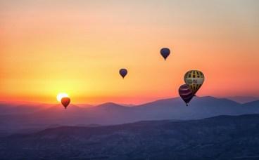 Heißluftballons zeigen, dass man durch loslassen positiv verändern kann