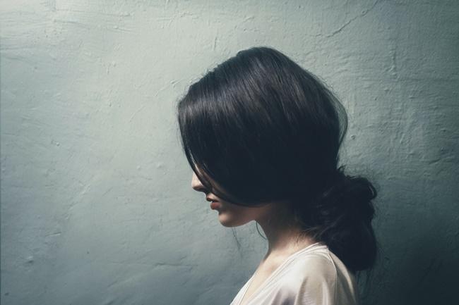 eine Frau leidet unter inneren Blockaden