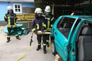 TH PKW 3 - Sieben Feuerwehrmitglieder absolvierten Grundausbildung