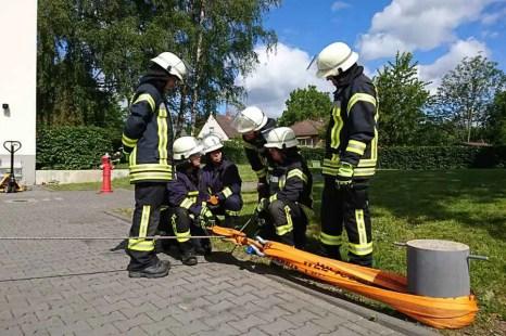 TH Winde - Sieben Feuerwehrmitglieder absolvierten Grundausbildung